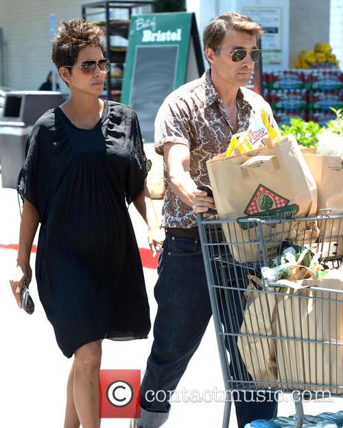 Halle Berry and Olivier Martinez 9