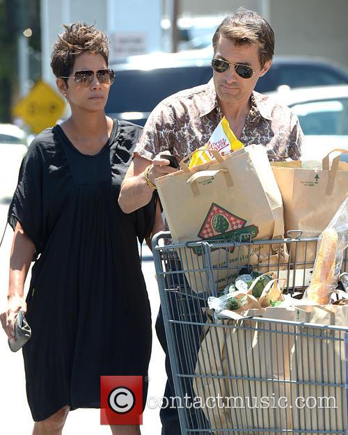 Halle Berry and Olivier Martinez 10