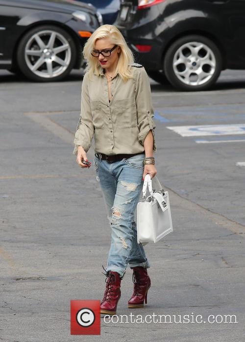Gwen Stefani collects her children from school