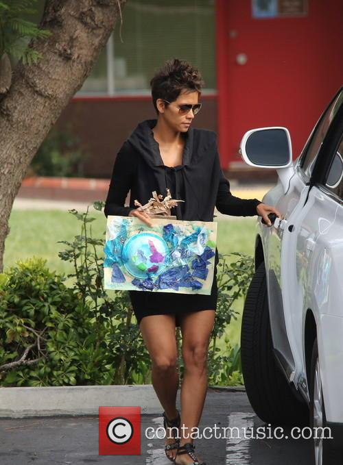 A pregnant Halle Berry brings her daughter to school