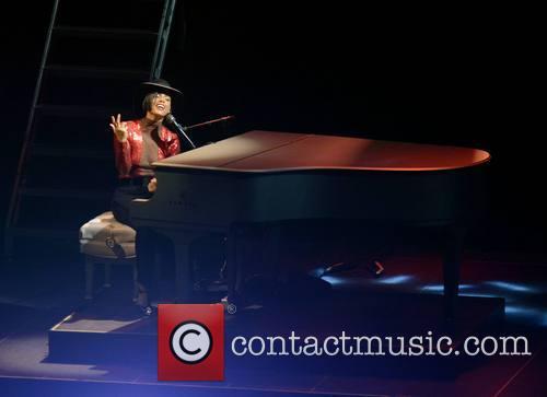alicia keys singer alicia keys performs at 3681634