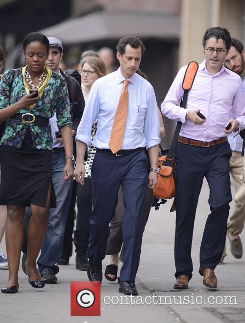 Disgraced ex-congressman Anthony Weiner campaigns for the first...