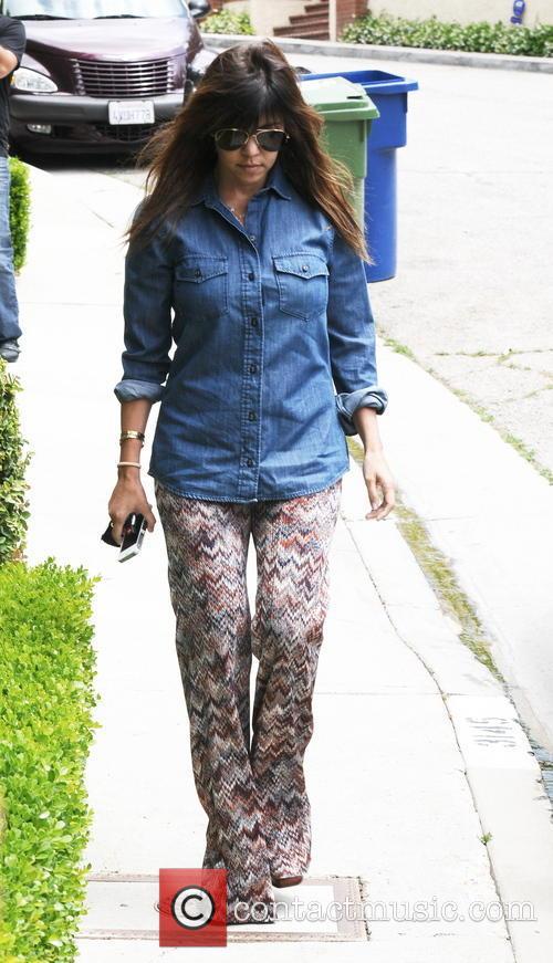 Kourtney and Khloe Kardashian head to Kim's house