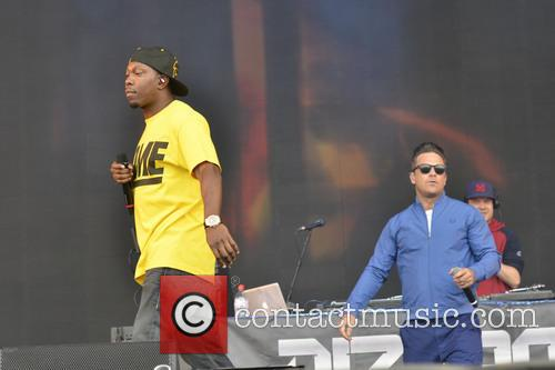 Robbie Williams and Dizzee Rascal 5