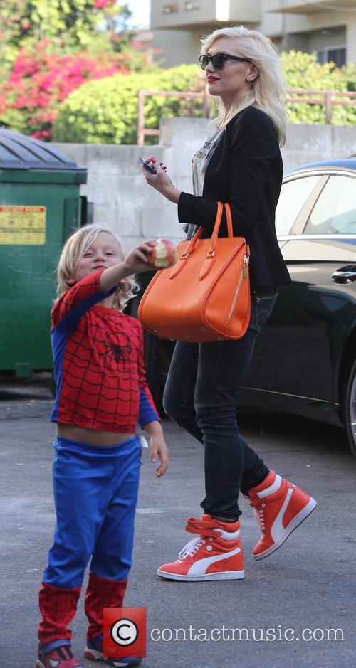Gwen Stefani spends an afternoon with her sons...