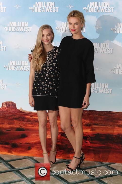 Charlize Theron and Amanda Seyfried 4