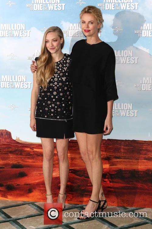 Charlize Theron and Amanda Seyfried 7