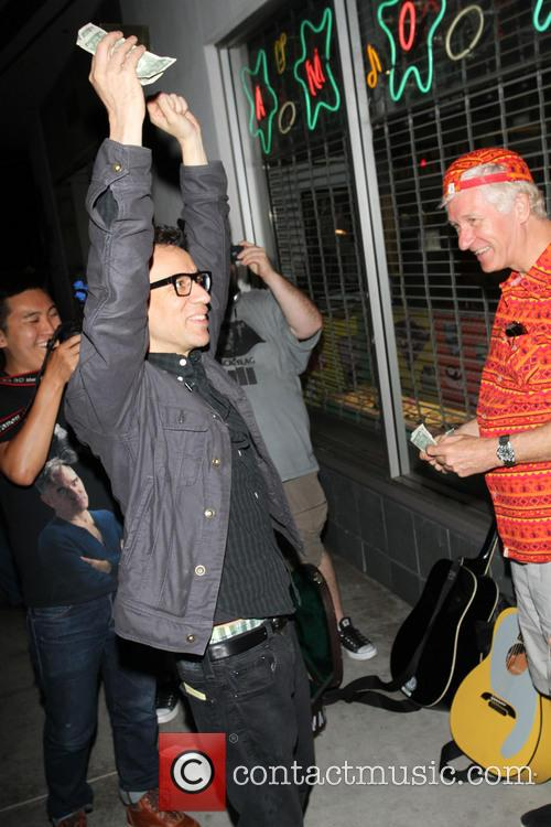 Fred Armisen goes busking