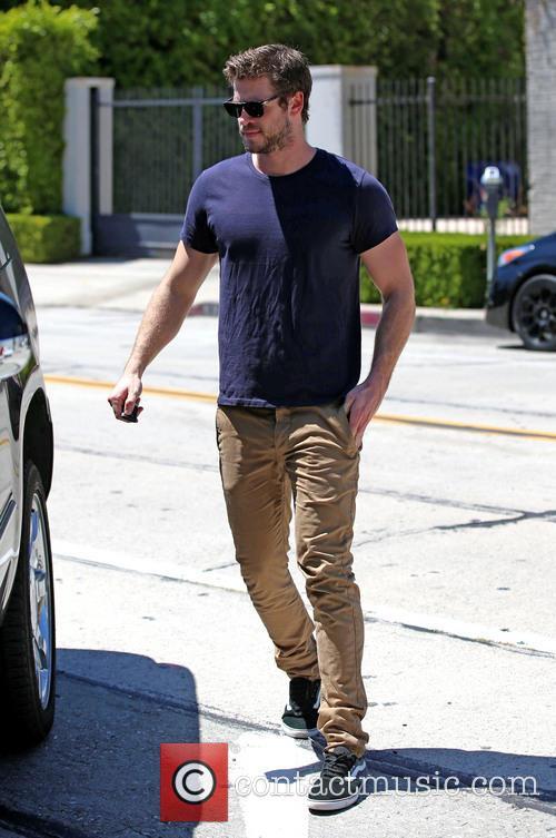 Liam Hemsworth, LAX airport