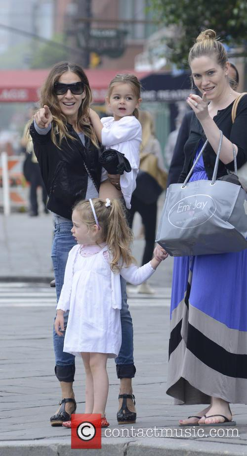 Sarah Jessica Parker takes her twin daughters to...