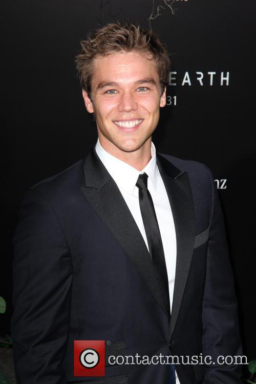 Lincoln Lewis 9