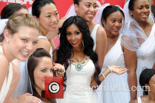 nicole 'snooki' polizzi bridezillas cake eating competition 3694498
