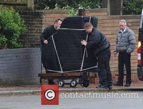 Heavily pregnant Jenna Dewan-Tatum takes delivery of a grand piano