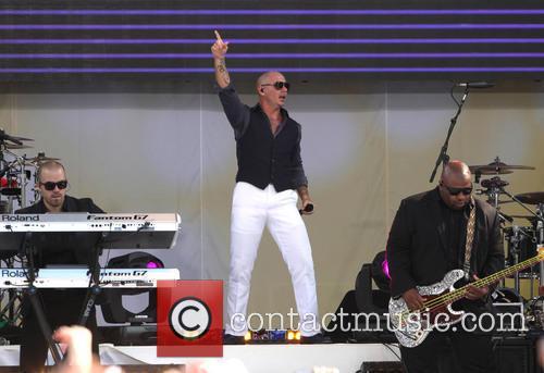 pitbull pitbull performs live on abcs good 3696116