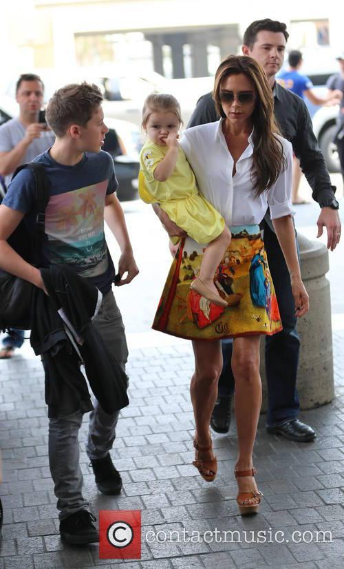 Harper Beckham, Cruz Beckham, Brooklyn Beckham, Romeo Beckham and Victoria Beckham 3