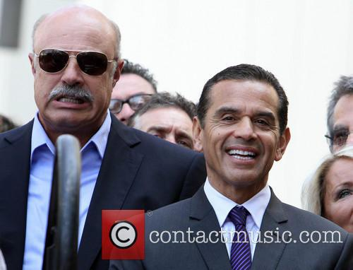 Phil Mcgraw and Mayor Antonio Villaraigosa 1