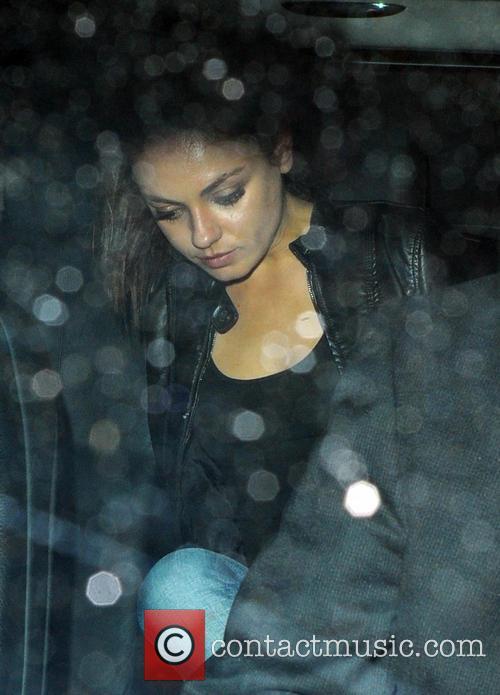 Mila Kunis and Ashton Kutcher leave Dim T...