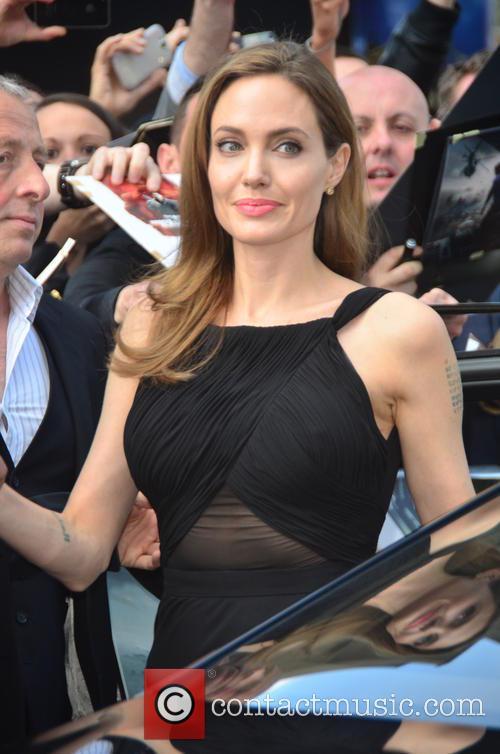 Angelina Jolie 30