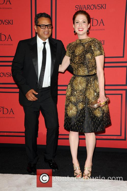 Naeem Kahn and Ellie Kemper 6