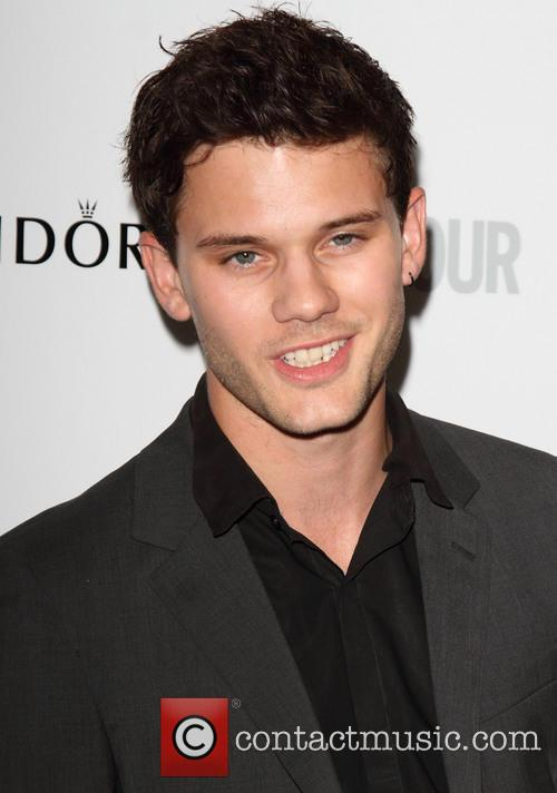 jeremy irvine the glamour women of the 3704394