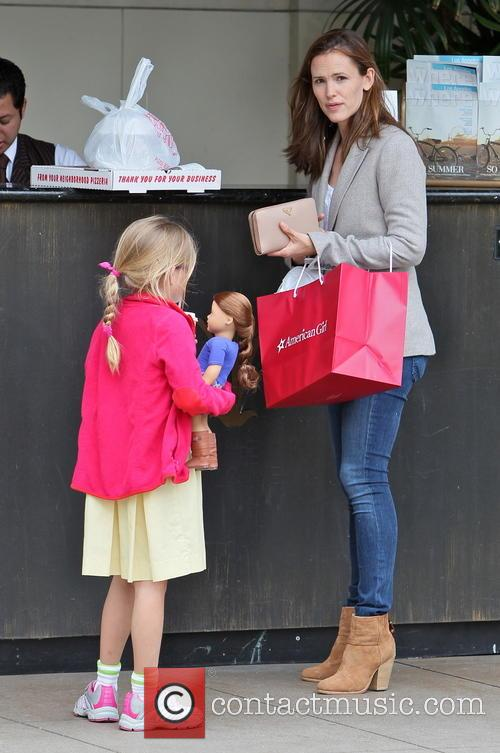 Jennifer Garner and Violet Affleck 3
