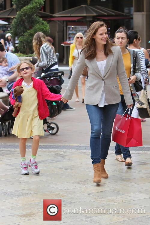 Jennifer Garner and Violet Affleck 16