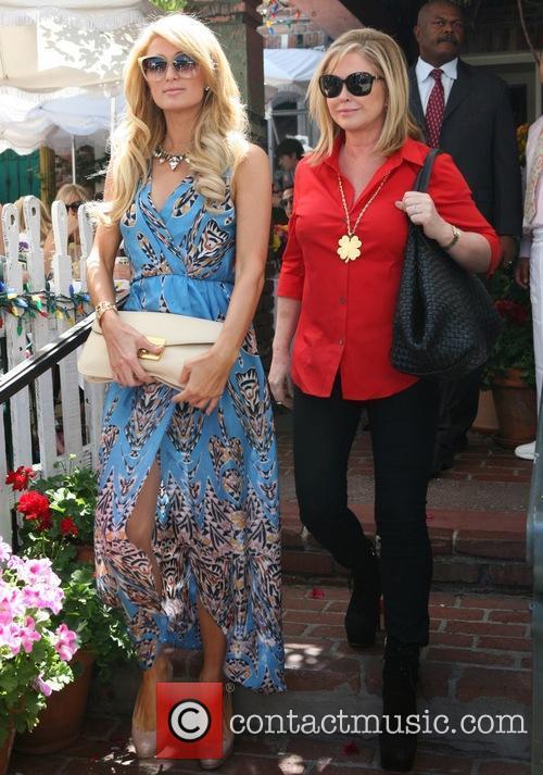 Paris Hilton and Kathy Hilton 6