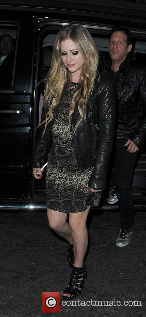 avril lavigne avril lavigne leaving her hotel 3705431