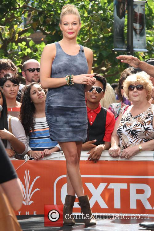 LeAnn Rimes at The Grove for an appearance on entertainment news show 'Extra'