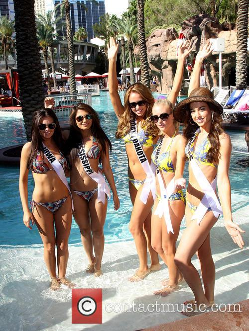Miss Iowa Usa Richelle Orr, Miss Mississippi Usa Paromita Mitra, Miss North Dakota Usa Stephanie Erickson, Miss Nebraska Usa Ellie Lorenzen and Miss Kansas Usa Staci Klinginsmith 2