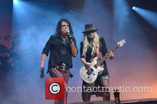 alice cooper orianthi panagaris alice cooper performing at 3707841