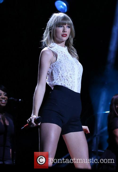 taylor swift taylor swift performs on day 3707905