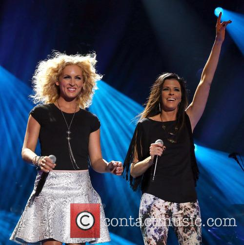 Kimberly Schlapman and Karen Fairchild 4
