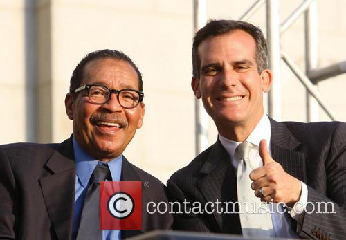 Bill Clinton, Council President Herb Wesson and Mayor Eric Garcetti 3