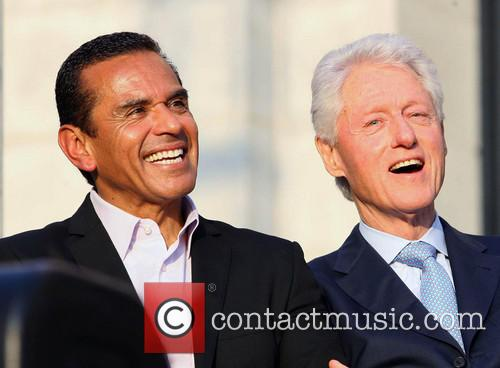 Antonio Villaraigosa and Bill Clinton 3