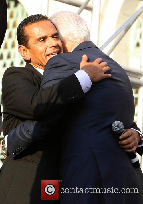 Antonio Villaraigosa and Bill Clinton 6