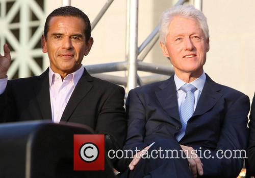 Antonio Villaraigosa and Bill Clinton 11