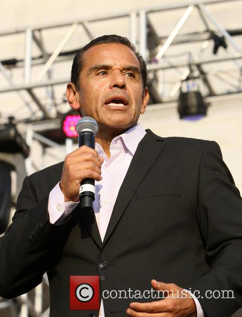 Antonio Villaraigosa and Bill Clinton 10
