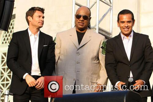 Ryan Seacrest, Stevie Wonder and Mayor Antonio Villaraigosa 11
