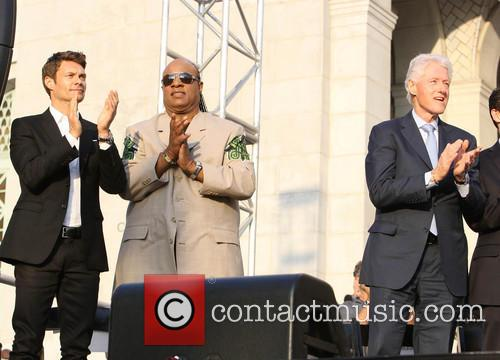 Ryan Seacrest, Stevie Wonder and President Bill Clinton 3