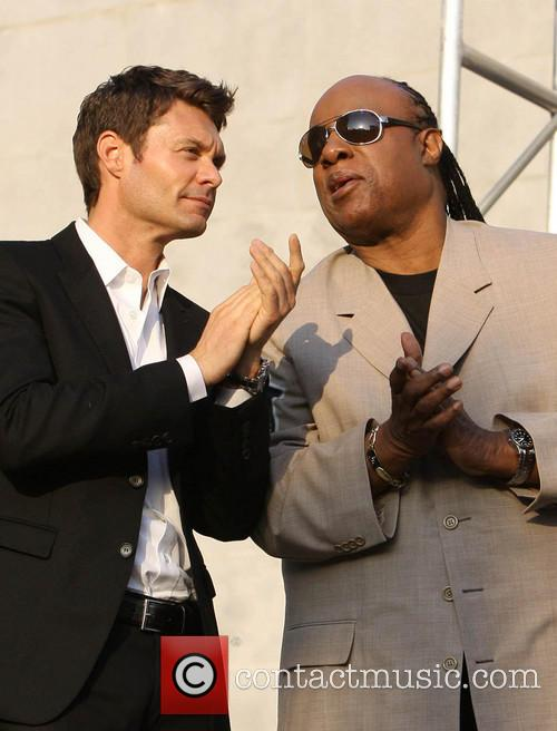 Ryan Seacrest and Stevie Wonder 4
