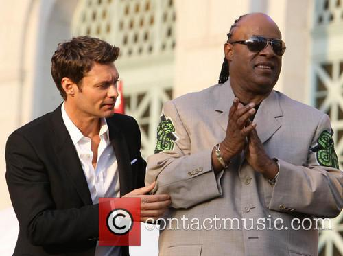 Ryan Seacrest and Stevie Wonder 7