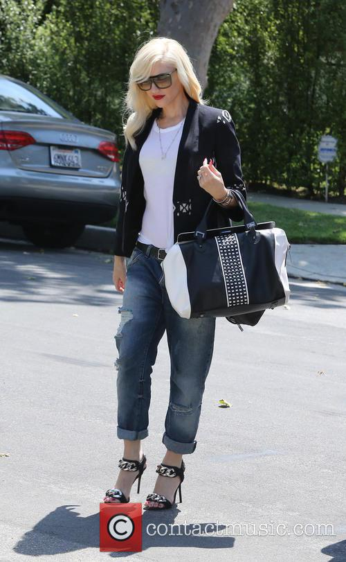Gwen Stefani visits her mother's house with her son Kingston, after her family attended a birthday party at Jessica Alba's residence