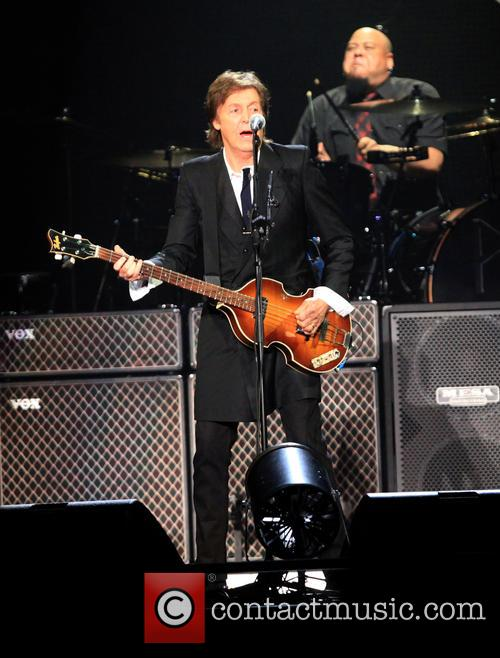 paul mccartney paul mccartney performs live as 3709947