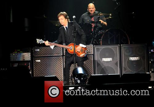 paul mccartney paul mccartney performs live as 3709949
