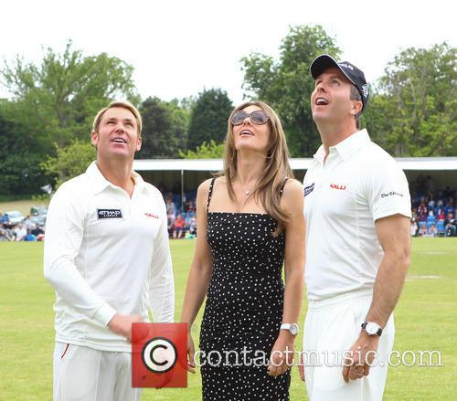 Elizabeth Hurley, Shane Warne and Michael Vaughn 6
