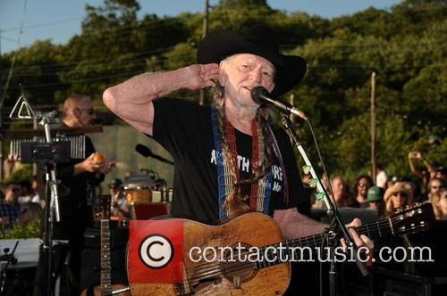 Willie Nelson benefit performance