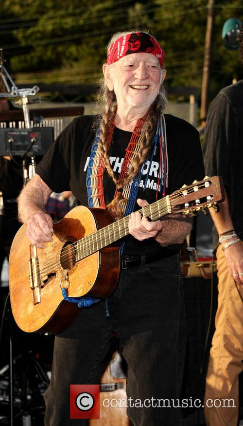 willie nelson benefit performance 3713291