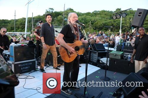 Willie Nelson benefit performance