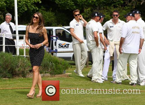 Elizabeth Hurley and Shane Warne host a cricket match